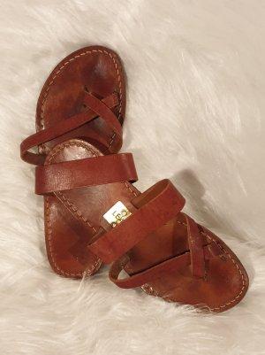 Sandalias con talón descubierto marrón Cuero