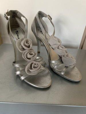 Sandalenpumps mit Blumen