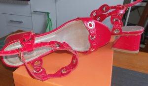 AGL Sandales à talons hauts et lanière rouge