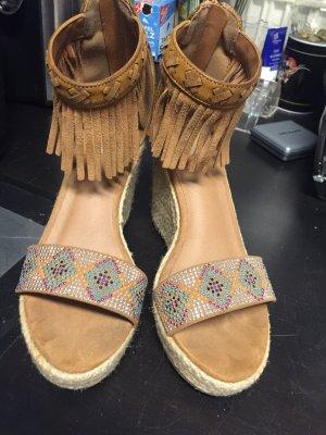 Sandalette in cognacfarben, wie neu, hinten mit Reissverschluss