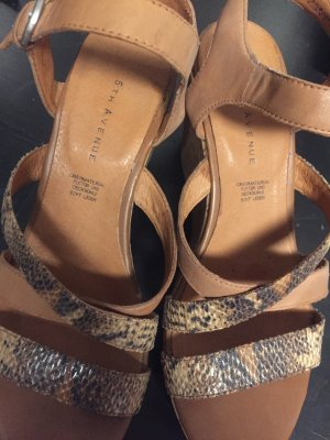 Sandalette in echt Leder,  kaum getragen, mit 9 cm Keilabsatz und ca 3 cm Plateau