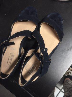 Sandalette mit etwas Plateau (7,5 Keilabsatz und 2 cm) in dunkelblauem Rauhleder