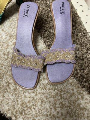 Sandalias de tacón con barra en T lila-púrpura