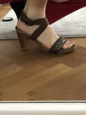 Air Step Strapped High-Heeled Sandals brown