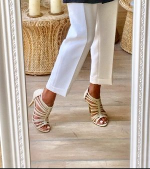 Sandalias de tacón de tiras crema-beige claro