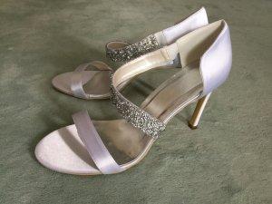 Sandaletten für Sommer aus Satin mit Kunstdiamanten in weiß im eleganten Stil