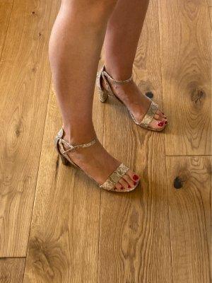 Sandaletten im Schlangenprint