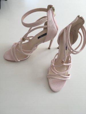 Sandaletten in Rosé mit Riemchen
