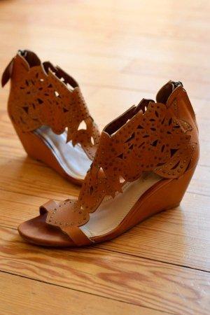 Sandaletten mit Blockabsatz und Muster