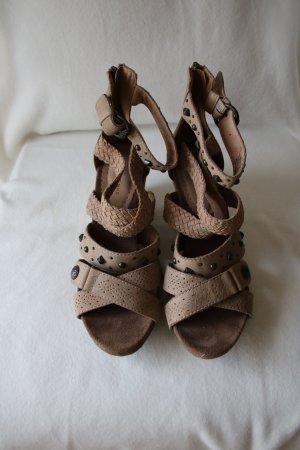 Sandaletten mit Keilabsatz Gr. 38, wie Neu, fällt wie Gr. 39 aus