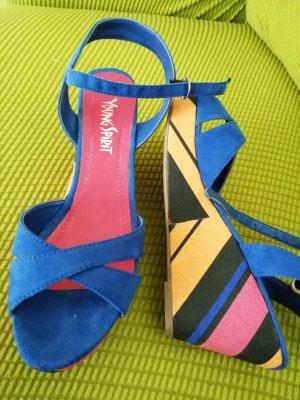 Sandaletten mit Keilabsatz, neu