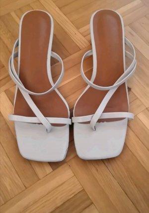 Sandaletten mit kleinen Absätzen