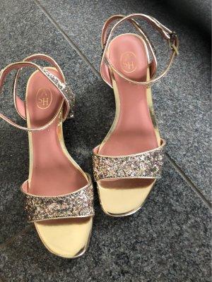 Sandalias de tacón de tiras color oro