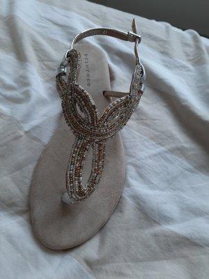 Sandaletten mit Perlen