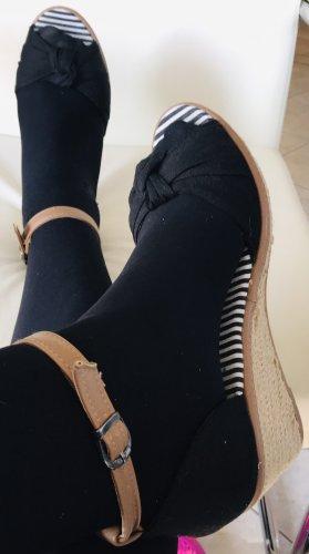 Sandaletten mit Plateau und Riemchen