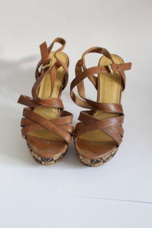 Sandaletten mit Statement Absatz