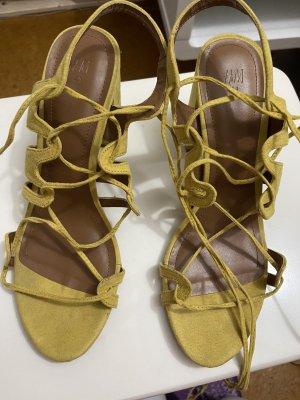 H&M Divided Sandales à talons hauts et lanière jaune