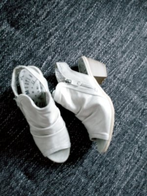 Mustang T-Strap Sandals light grey imitation leather