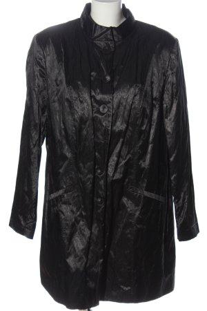 Sara Lindholm Between-Seasons-Coat black casual look