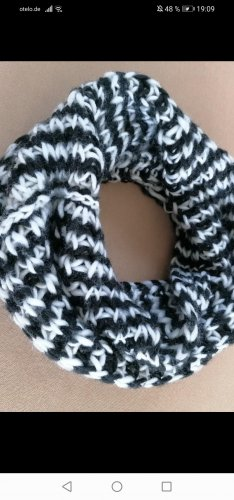 Knitted Scarf white-black