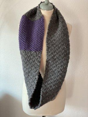 Écharpe en tricot gris-violet