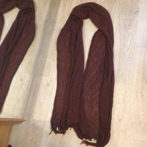 Écharpe en tricot bordeau