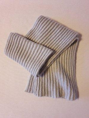 Bufanda de ganchillo color plata