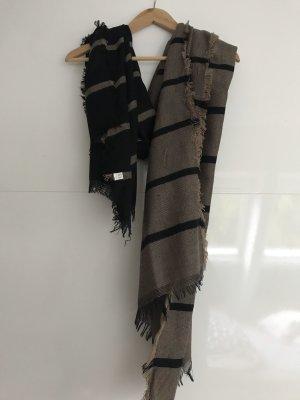 Schal in braun schwarz gestreift.