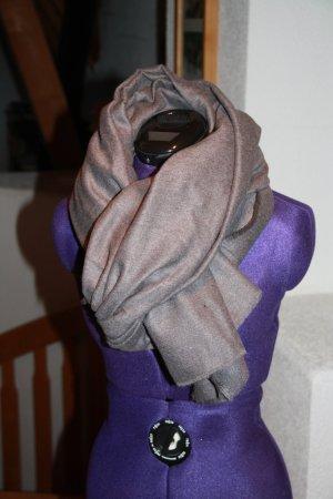Schal in dunkelgrau