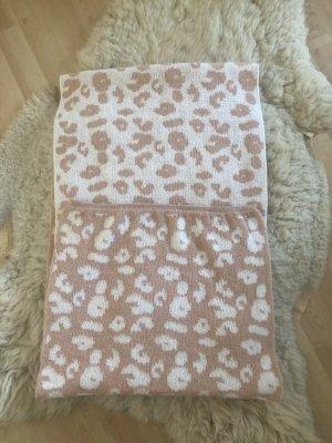 Szydełkowany szalik biały-w kolorze różowego złota