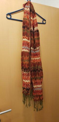 Écharpe en tricot rouge foncé