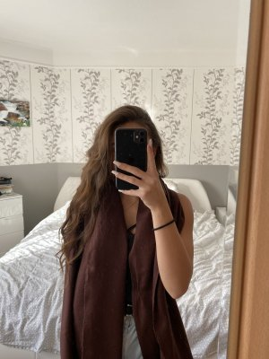 Schal in weinrot