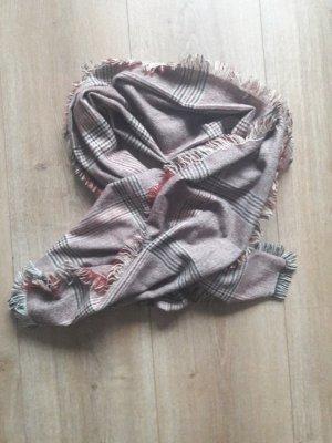 Écharpe en tricot rouge-bleu foncé