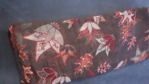 Schal mit Herbstmuster