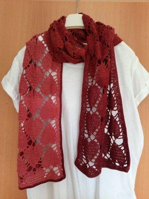 Écharpe en crochet rouge foncé-rouge