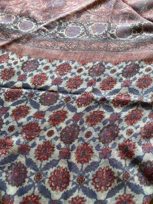 s. Oliver (QS designed) Chal veraniego rosa-azul aciano