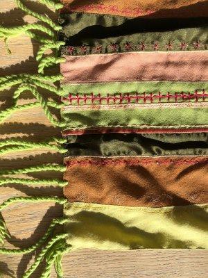 Schal mit Pailetten
