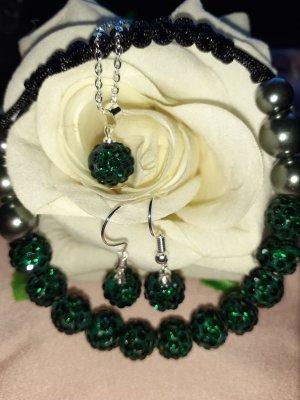 Collana di perle verde scuro