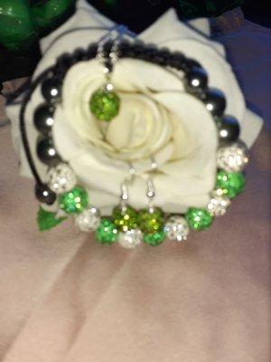 Collana di perle bianco-verde chiaro