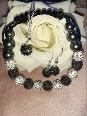 Collana di perle bianco-nero