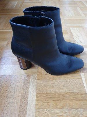 Schicke Ankle Boots mit Metallic-Absatz
