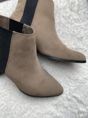 Schicke beige Schuhe
