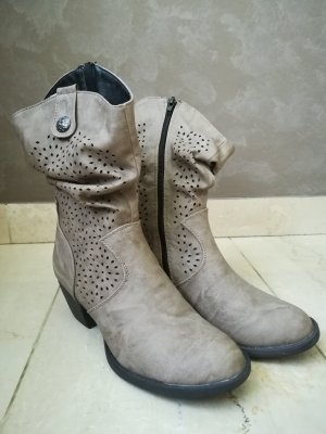 Slouch Boots beige