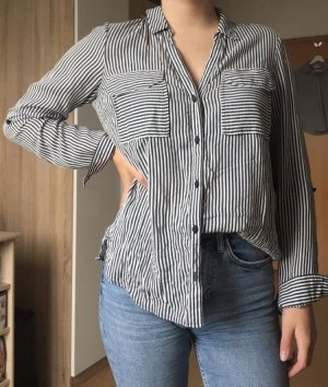 schicke, gestreifte Bluse mit zwei Taschen vorne