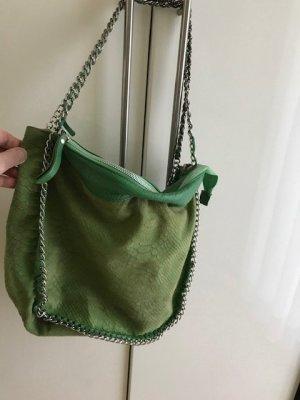 Schicke grüne Leder Tasche mit Kette. Tolles Design