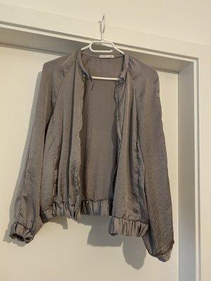 Schicke Jacke grau-schimmernd Zara