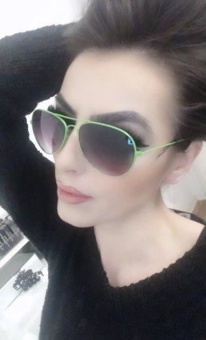 schicke pilotensonnenbrille grünes gestell schwarze gläser