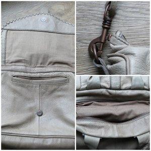 Schicke sandfarbene Handtasche