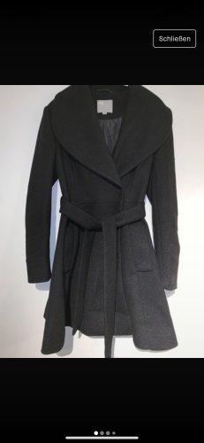 Schicke schwarzer ASOS Mantel