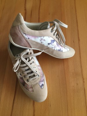 Schicke Sneaker mit Floralen Elementen